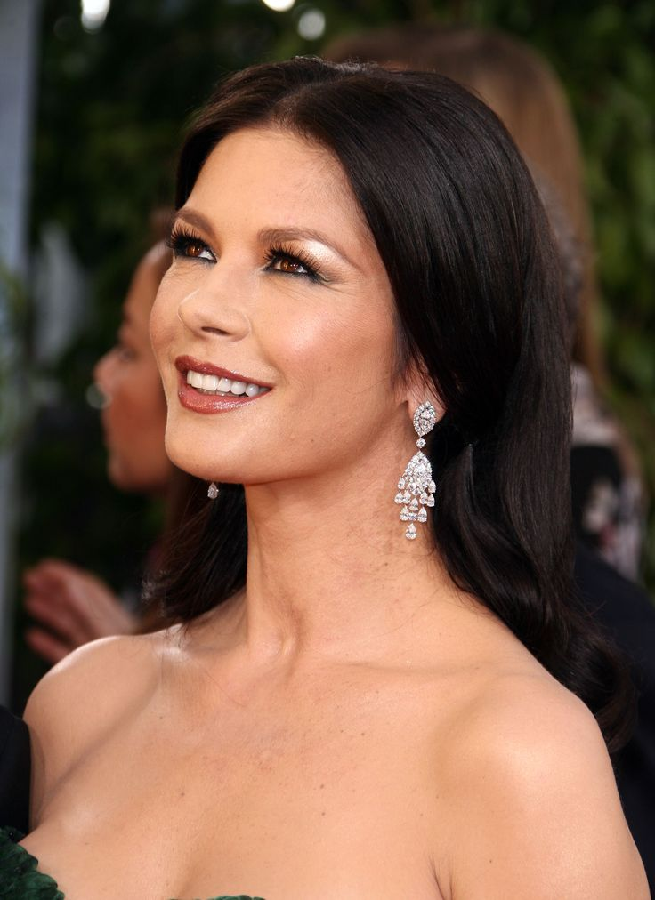 Catherine Zeta-Jones is a Deep/Dark Winter | ColorAlmanac.com