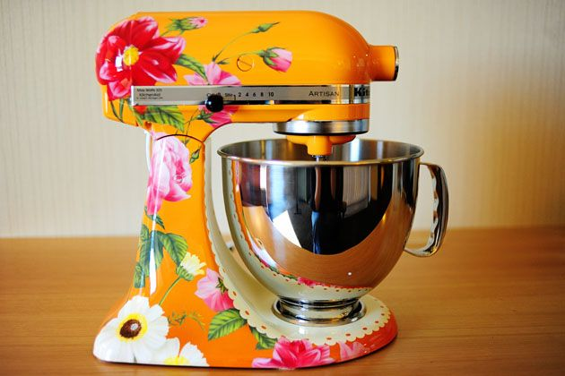 But seriously. Have you seen Pioneer Woman's special edition KitchenAid mixer? It's hand-painted. And it's orange! Oh. My. Gosh. I'd reeeealy like one.: Custom Kitchens, Ree Drummond, Pioneerwoman, Floral Prints, Stands Mixers, The Pioneer Woman, Kitchenaid, Kitchens Aid Mixers, Paintings Kitchens