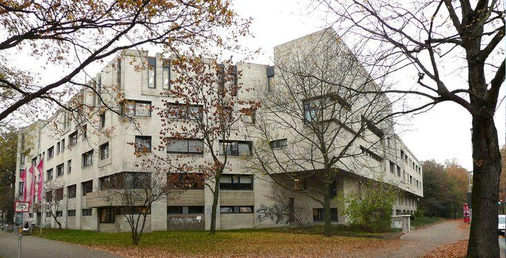 """Hochschule für Musik, Theater und Medien Hannover """"Musikhochschule Hannover Seite Herbst 2011"""" von Axel Hindemith - Eigenes Werk. Lizenziert unter CC BY 3.0 über Wikimedia Commons."""