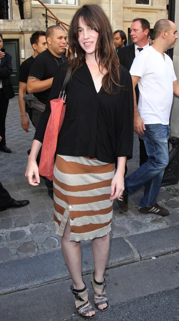 Charlotte Gainsbourg.  Below the knee pencil skirt, loose blouse, loose hair and tall sandals.