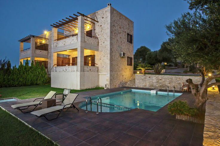 Prachtige vakantievilla te huur op Kreta. Deze accommodatie met eigen zwembad biedt ruimte aan zes personen en staat garant voor een topvakantie in Griekenland.
