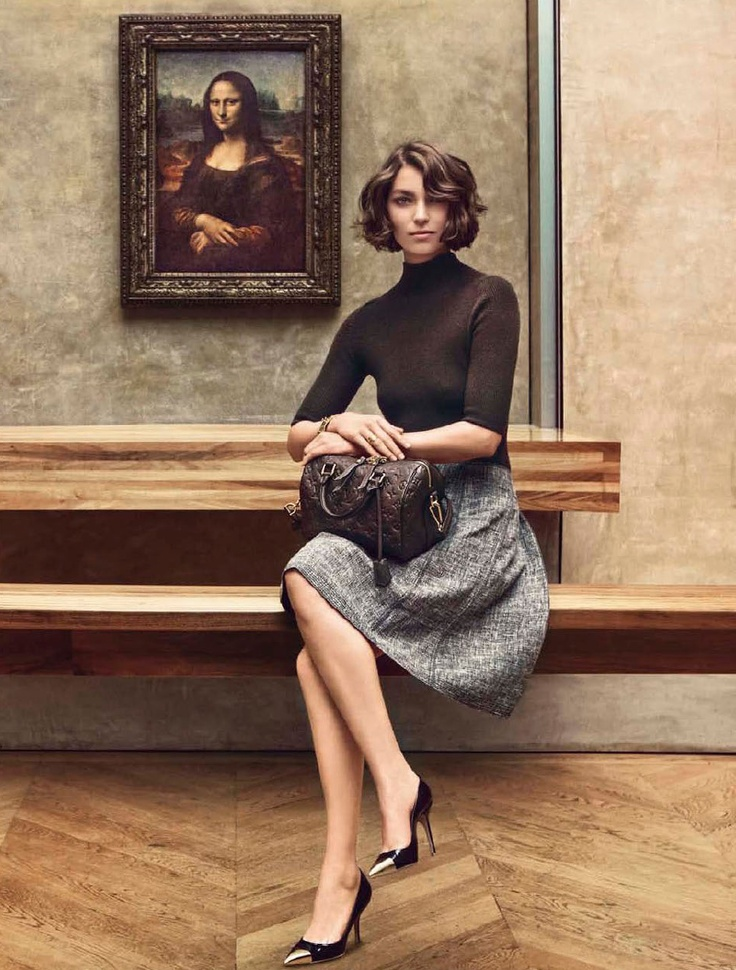 The Louvre, the Monalisa and a great chic outfit. Purfect combo,
