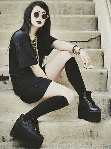 Love her outfit, I wanna try something similar to this when it gets warmer