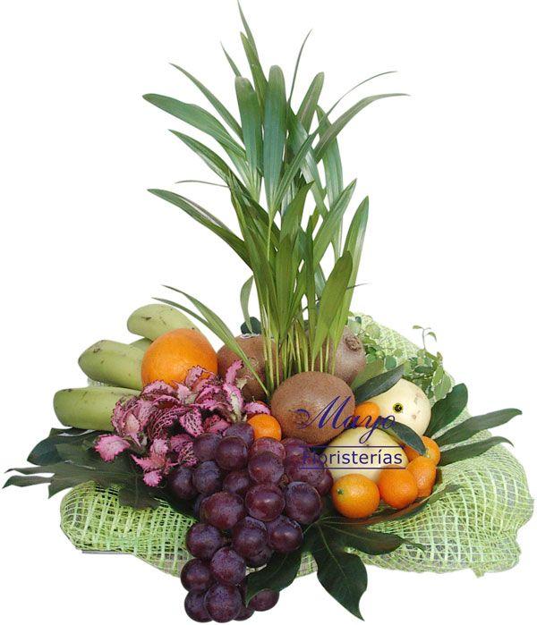 Sorprenderás con estas afrutadas cestas, además tiene una bonita planta.