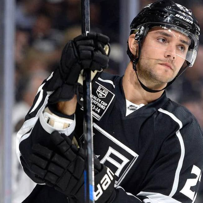 26 Hockey Players Who Are Hot As Puck In 2020 Hockey Players Nhl Hockey Players La Kings Hockey