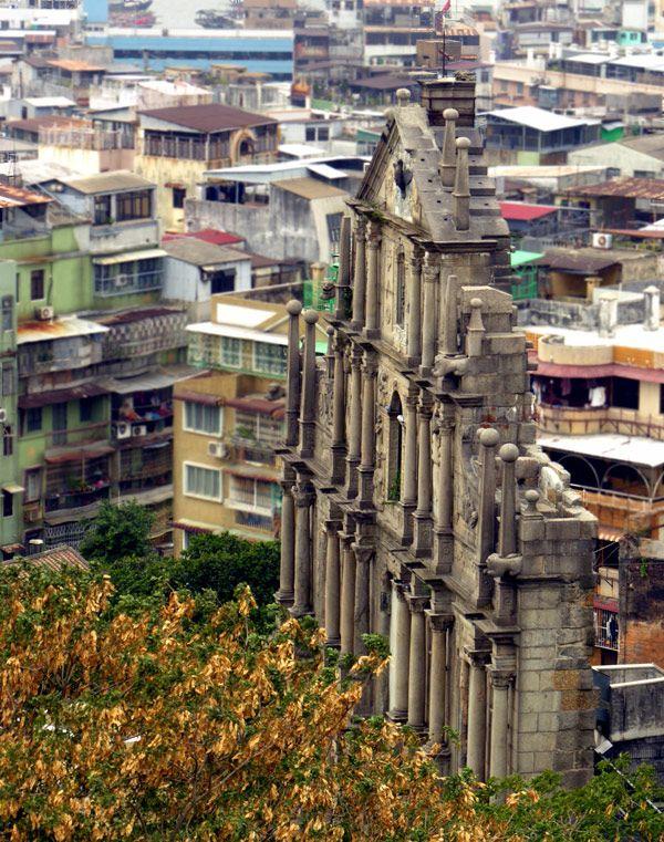 De ruins of Saint Paul's Church, was built in 1602 projected by an Italian Jesuit, n got burnt in 1835 in Macau
