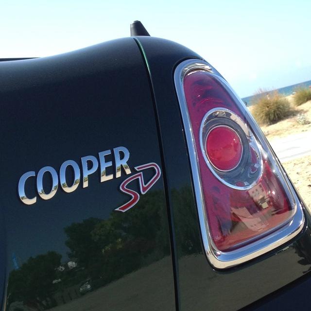 Y aunque este Mini Roadster valga una pasta, es económico en consumo porque... Sí, es diésel... 143 CV