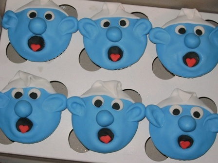 Clumsy Smurf Cupcakes