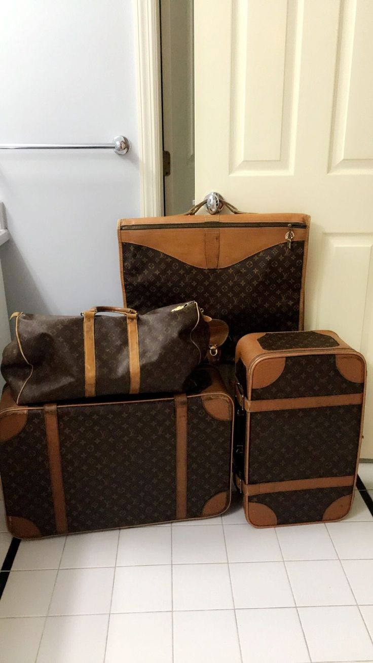 25 best ideas about louis vuitton luggage set on. Black Bedroom Furniture Sets. Home Design Ideas