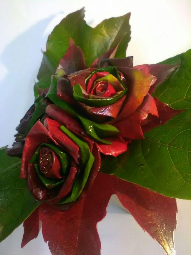 Růže z javorového podzimního listí..