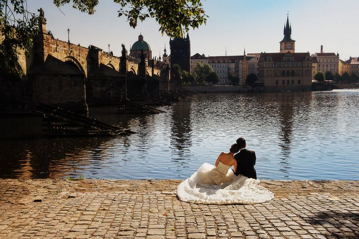 Charles bridge, newlyweds