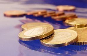 Romania indeplineste in acest an toate criteriile de aderare la Zona Euro, precum inflatia, rata dobanzii la obligatiuni, stabilitatea cursului de schimb, deficit bugetar sub 3% din PIB si datorie pub