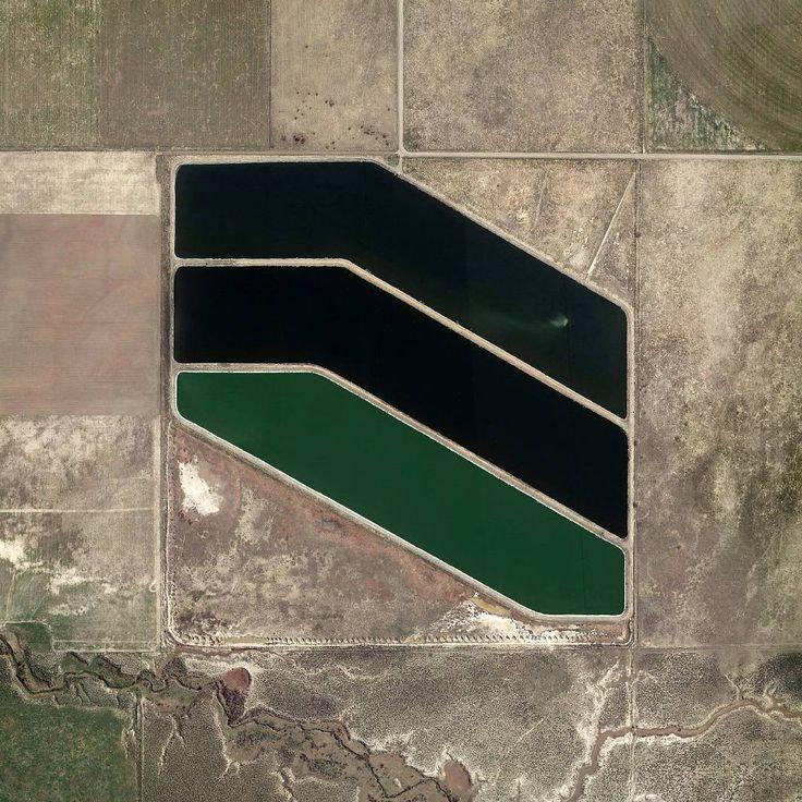 Near Nephi, Utah. 0.5x0.5 miles.  #grid #square #waterpool #green #geometry
