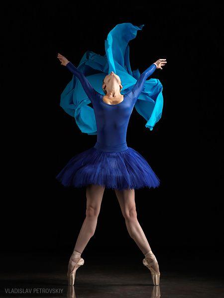 Blue on pointeBlue Ballet, Dancers Blog, Blue Dancers, Vladislav Petrovskiy, Art, Beautiful, Dance Photos, Blue Ballerinas, Dance Ballet