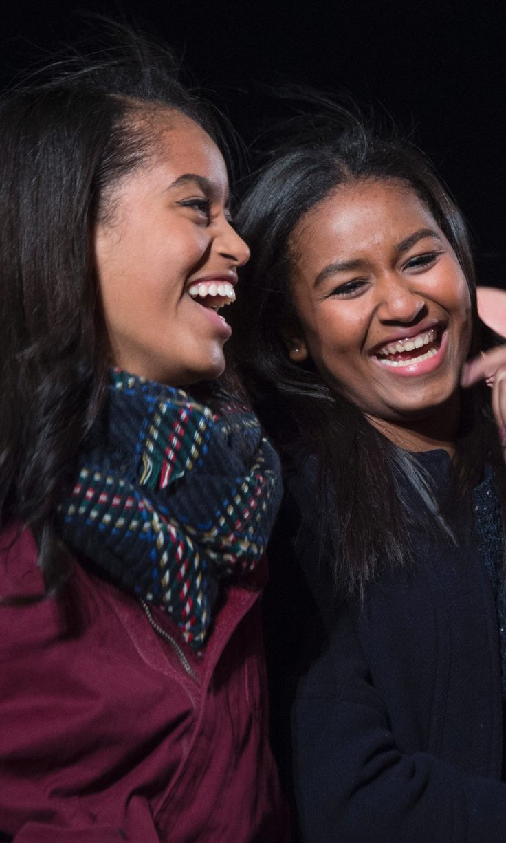 Malia Obama Is the Perfect Wingwoman as Sasha Chats Up Ryan Reynolds