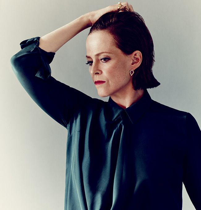 Crystal Wise Gilbert Porn - Sigourney Weaver wearing Kara Ross yellow gold studs with the Medium Cava  ring in Rock Crystal with Blue Topaz inset ring.