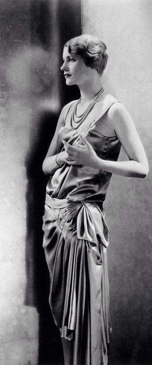 Lee Miller, 1928 // Edward Steichen -repinned by Los Angeles portrait studio http://LinneaLenkus.com  #portraits
