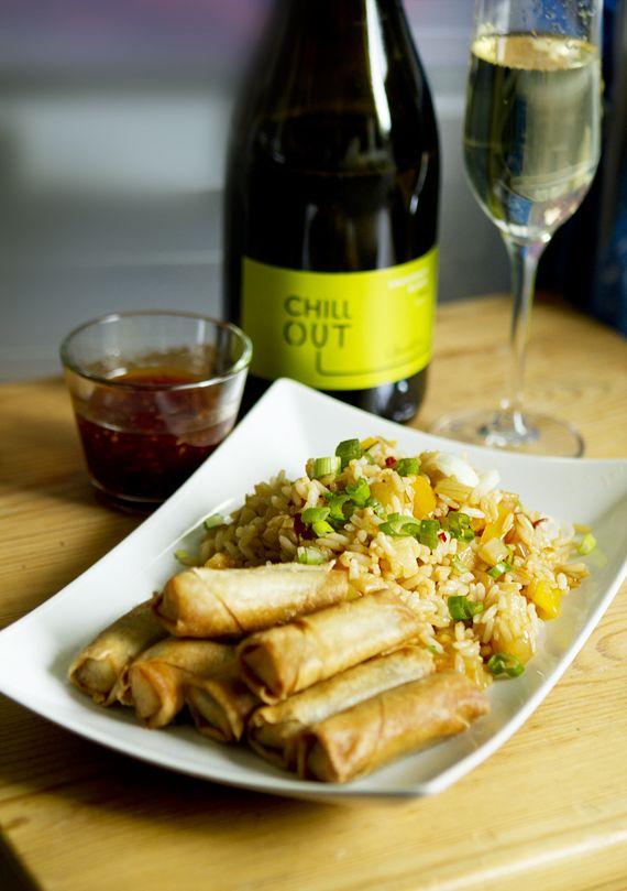 Vårrullar och stekt ris med ananas och chili…oh yeah!