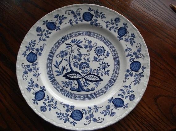 enoch wedgewood blue heritage pattern plate.J'en ai 4 comme celle-la :)
