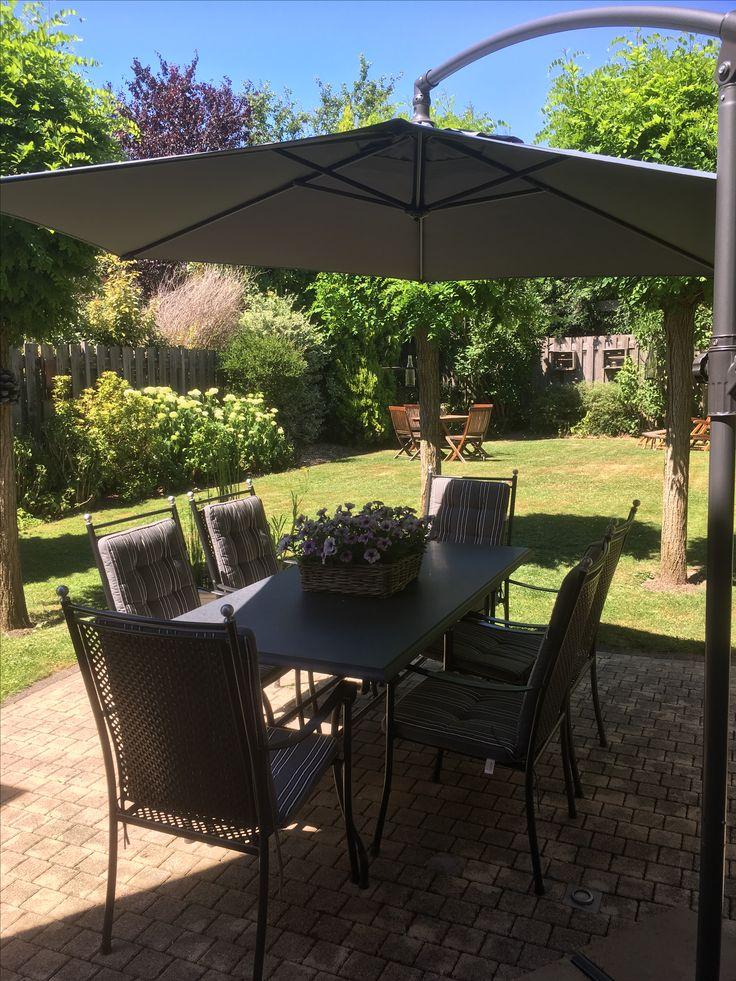Dinner table at my backyard / eettafel in mijn achtertuin