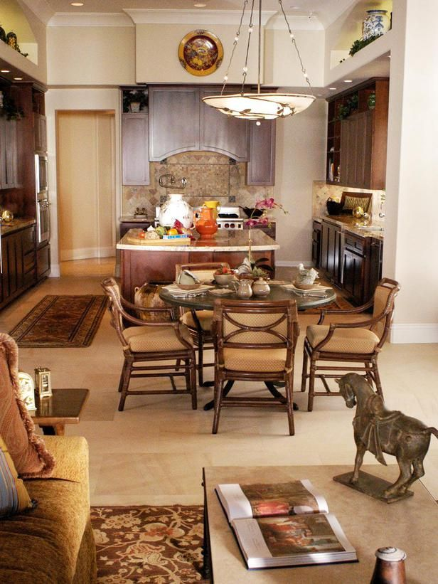 Traditional dining rooms charles faudree designers for Traditional home great kitchens