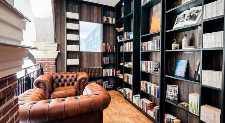 """Кровать в трамвае, диван из ванной и прочие """"странности"""" в амстердамском отеле http://on.fb.me/2069lma"""