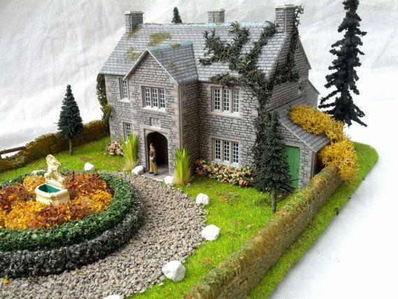 Manor House & Gardens OO Gauge Model Railway by ModelRailScenes