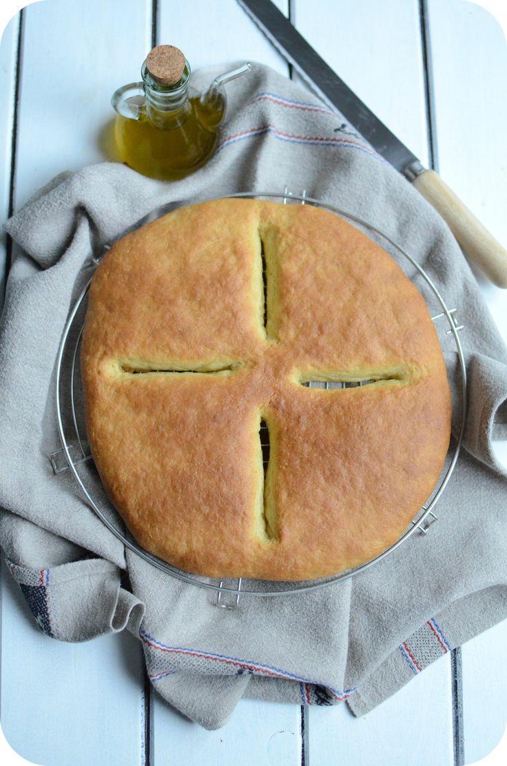 Un des 13 desserts en Provence : un pain brioché sucré et parfumé à l'eau de fleur d'oranger