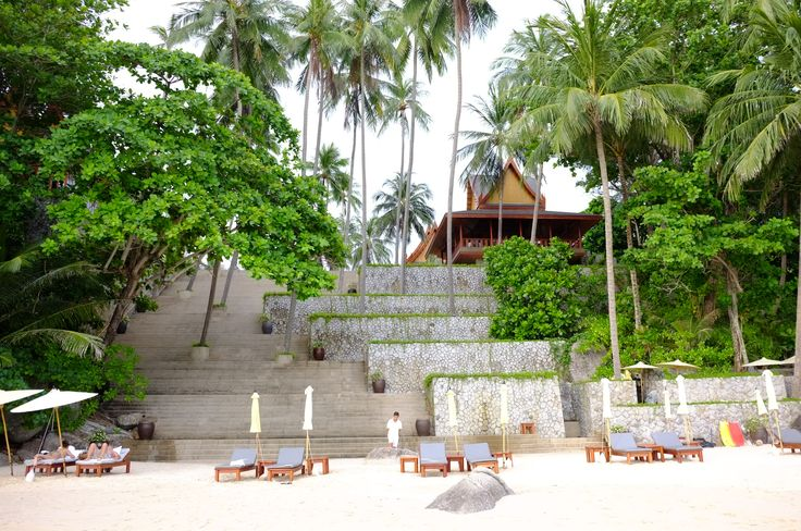 amanpuri  step to the beach
