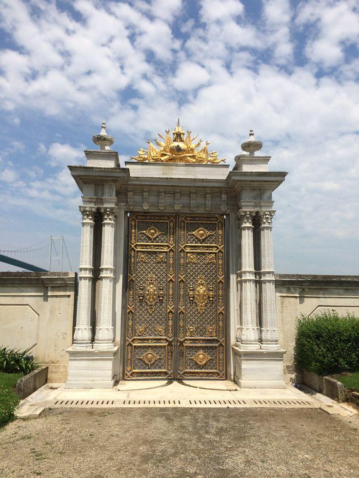 Saltanat Kapısı (Harem Bahçesi)