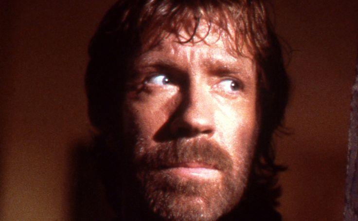 Chucka Norrise známe jako akčního herce, mistra bojových umění nebo bájnou postavu zvtipů. Nyní však představujeme Chucka Norrise jako spisovatele osobního rozvoje, a to výběrem citací zjeho vlastní, zenově laděné knihy Tajemná vnitřní síla. Za ...více ›