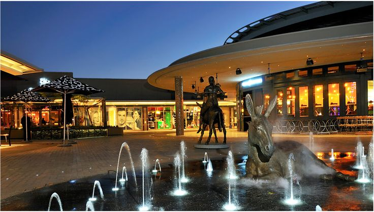 An extraordinary mixture of exclusive stores, entertainment, and dining.
