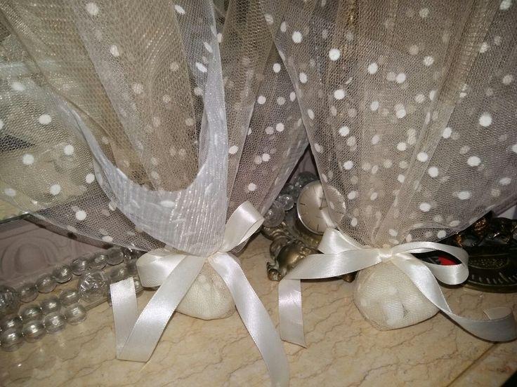 Μπομπονιέρα λευκο πουά &χρυσό τούλι! Για έναν ρομαντικό γάμο ❤ Ευχαριστώ πολύ για την προτίμησή της αγαπημένης μου φιλης!!!!!!