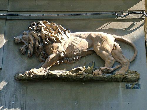 Il leone: simbolo dei Florio   in via (o vicolo) S. Giacomo,…   Flickr