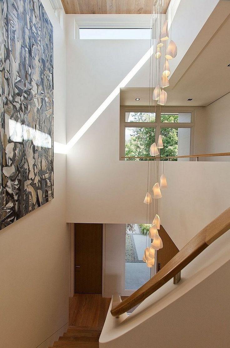 элементы декора возле лестницы