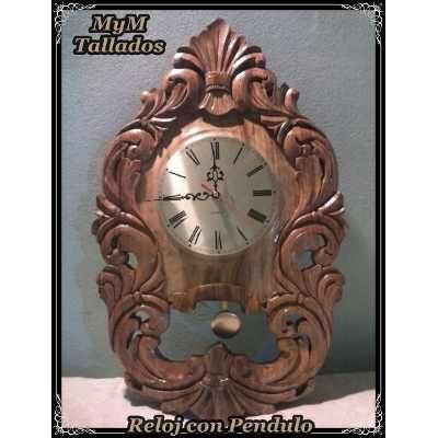 reloj tallado en madera estilo barroco con pndulo