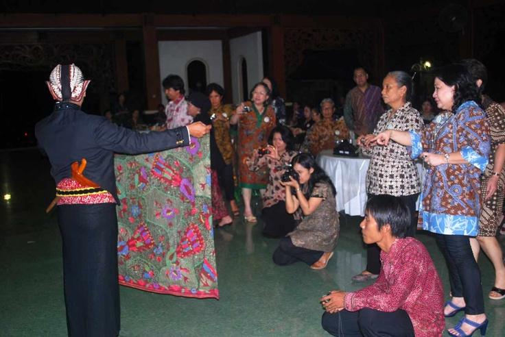 Running Hanger Indonesia Batik