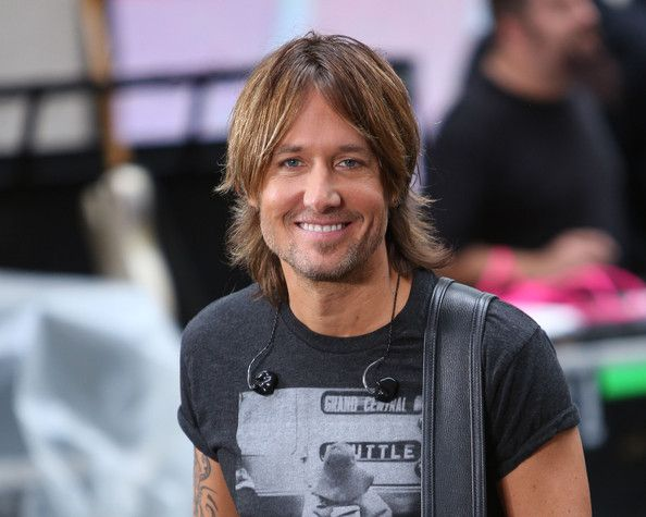 "Keith Urban Photos Photos - Keith Urban peforms on NBC's ""Today"" at NBC's TODAY Show on September 10, 2013 in New York City. - Keith Urban Performs in NYC"
