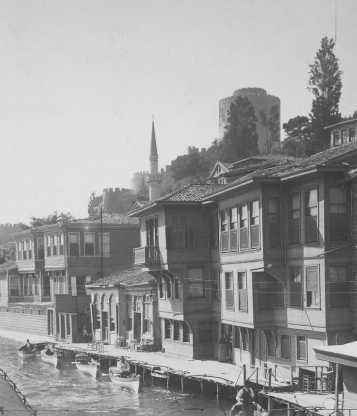 Rumelihisarı 1900s,such a pity none of these houses remain..