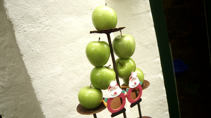 (Aussie Christmas)   Eight Granny Smith Apples  http://www.thefilmbakery.com/blog/12-tastes-of-christmas-down-under