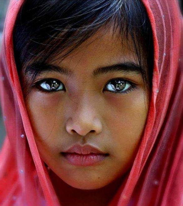 Esta niña indonesia tiene ojos preciosos!