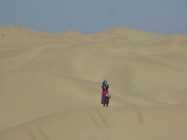 O deserto de Taklamakan é o segundo maior deserto arenoso do mundo. Estende-se por 370.000 km2 (4 vezes a área de Portugal!) e forma uma enorme depressão no extremo noroeste da China, salientando-se ainda mais devido ao carácter extremamente montanhoso do terreno circundante. Não fazia parte do nosso plano explorar a fundo o deserto, nem …