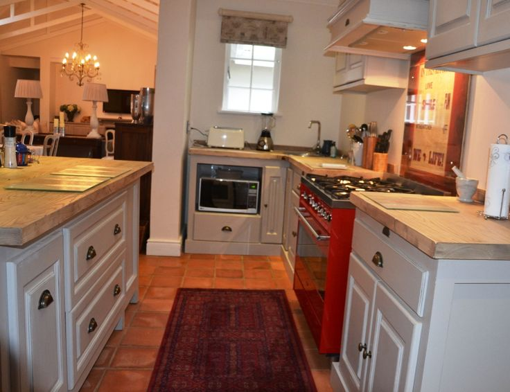 French Flair Kitchen in Fresh Linen - (without the twirl)