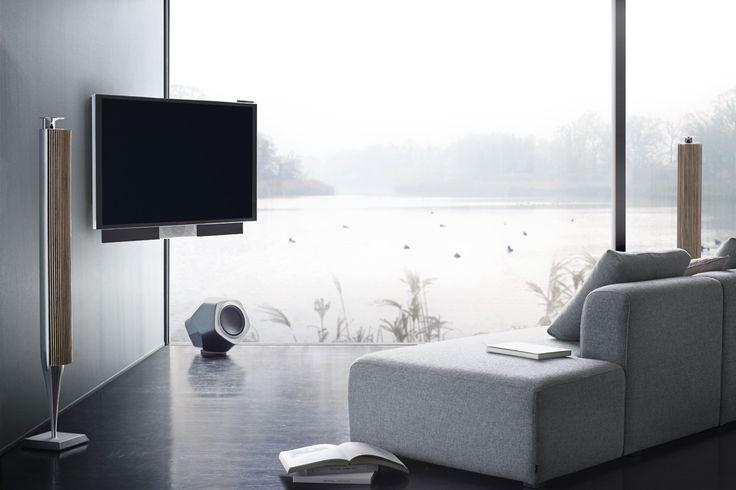 Den integrerede og kraftfulde 3-kanals stereolyd i BeoVision Avant har en meget stor akustisk spredning, så hele din stue bliver omsluttet af den ikoniske Bang & Olufsen lyd. Hør mere www.bang-olufsen.com/picture/beovision-avant/sound