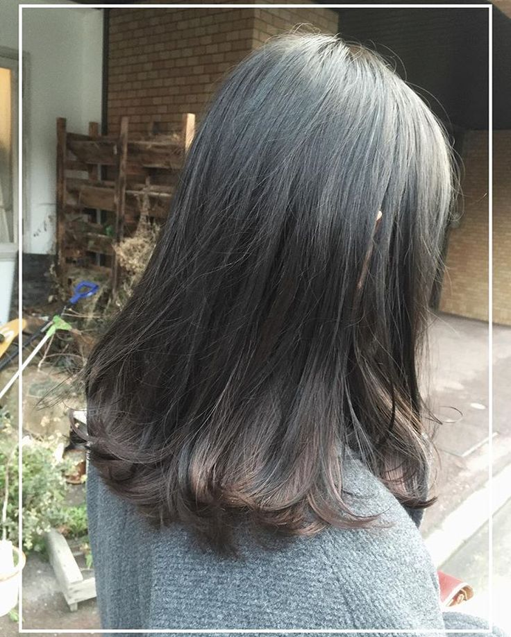この画像は「暗い髪でもお洒落は楽しめる!暗めアッシュ×インナーカラーは相性抜群なんです♡」のまとめの11枚目の画像です。