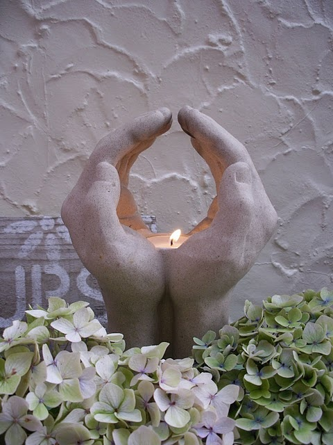 Hand candle holder