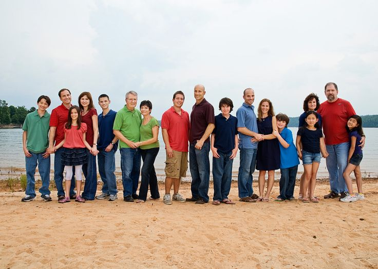 extended family photo session on Lake Keowee Sc near Clemson
