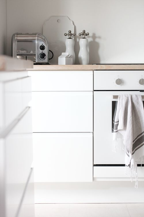 木色檯面+白色櫃體