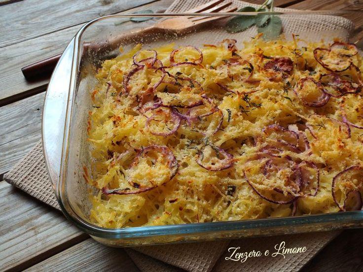 teglia di patate grattugiate cipolle e formaggio