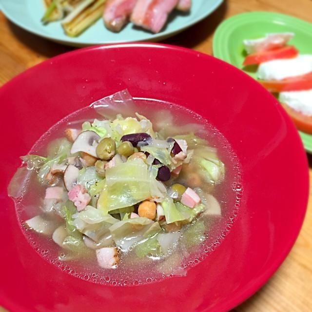 キノコとキャベツたっぷり。味付けはブイヨン。 - 6件のもぐもぐ - 具沢山の野菜スープ by lottarosie